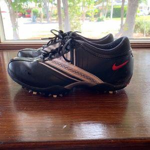 Nike Size 5 black leather golf shoes